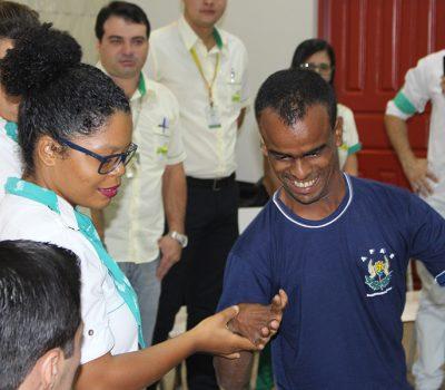Cliente Solidário Tropical faz a primeira doação para APAE