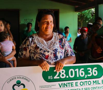 Comunidade Terapêutica Nascendo em Cristo recebe o 3° cheque do projeto Cliente Solidário Tropical